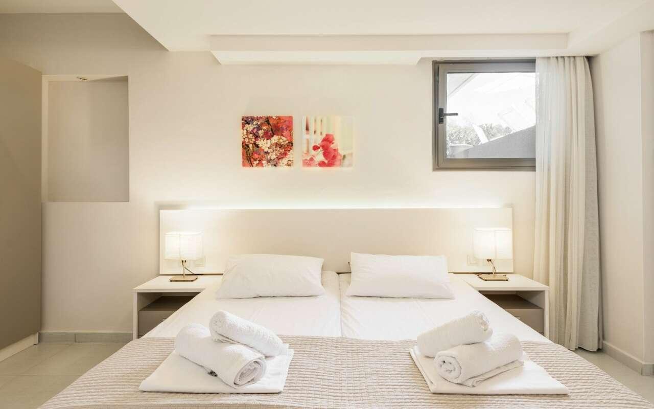 Afisia Magnum I Pool Villa, Sarti