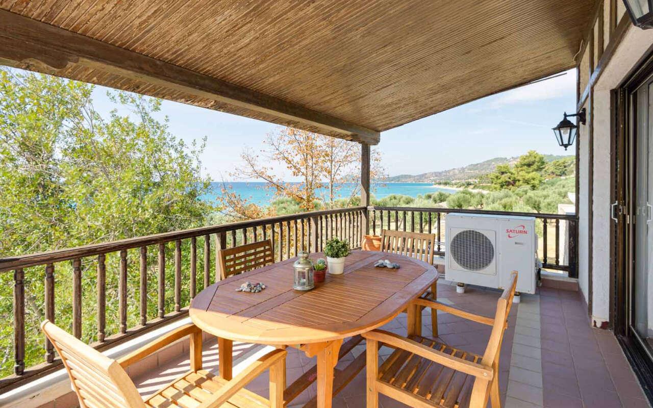 Malt BeachFront Villa, Mola Kalyva