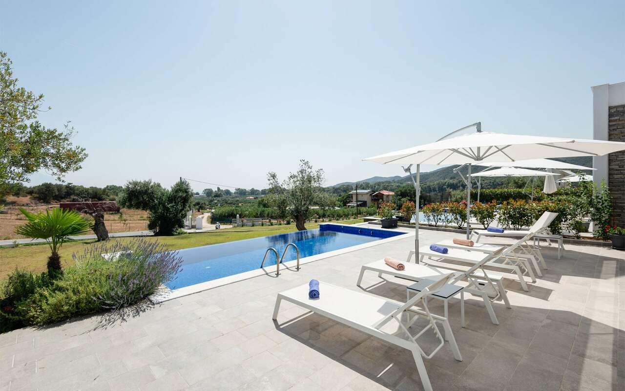 Afisia Magnum IV Pool Villa, Sarti