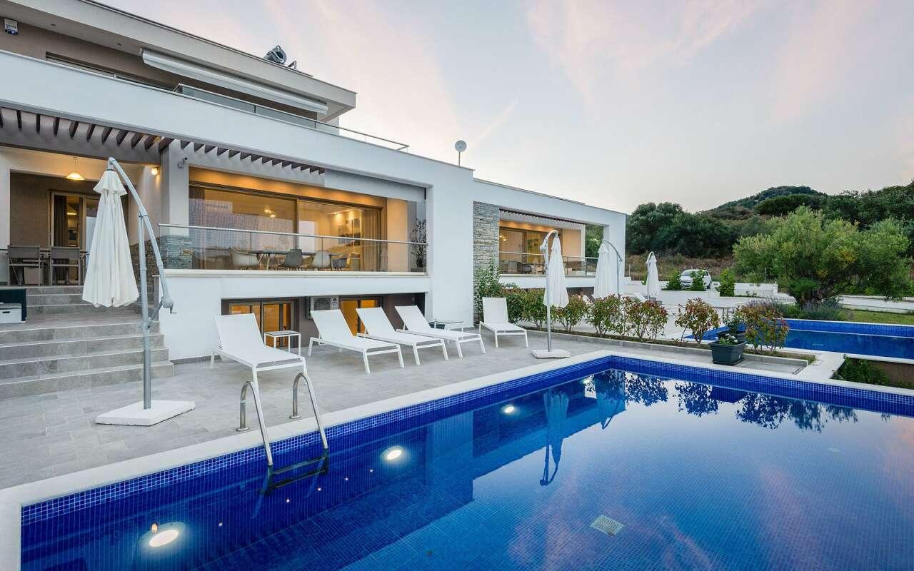 Afisia Magnum III Pool Villa, Sarti