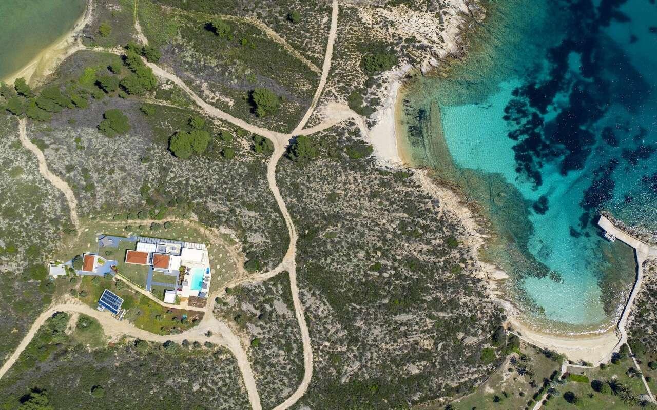 Treasure Cove, Diaporos Island