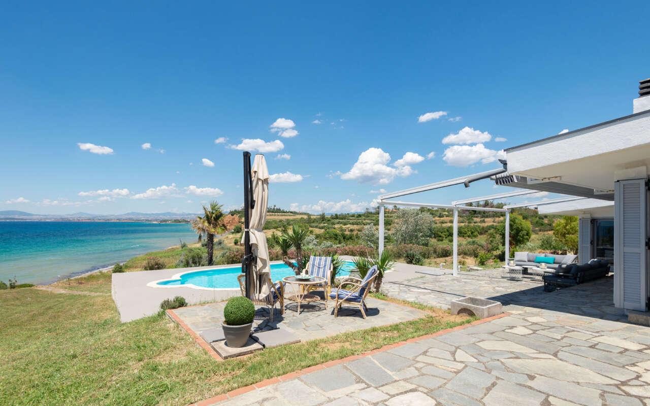 Haddock Beachfront pool Villa,Nea Potidea