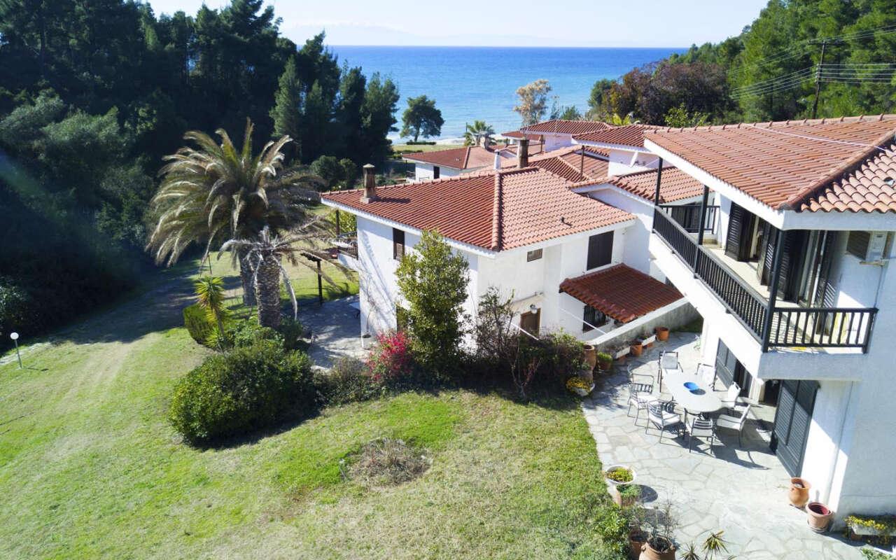 Negley Sea Side Villa, Elani