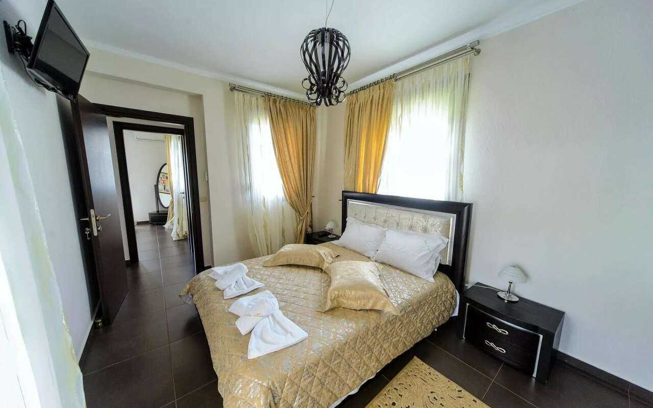 Elegant Private Pool Villa, Hanioti