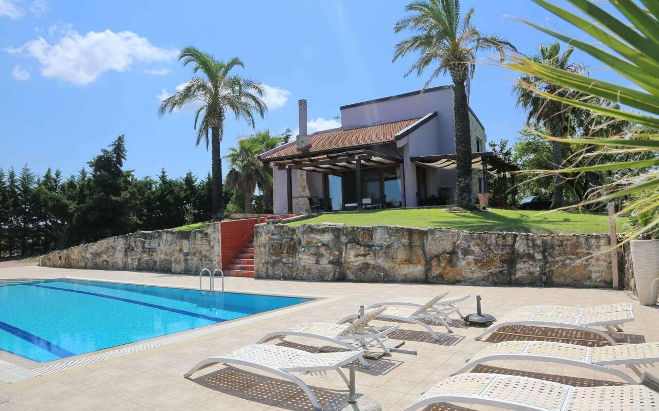 Villa Verde, Sani