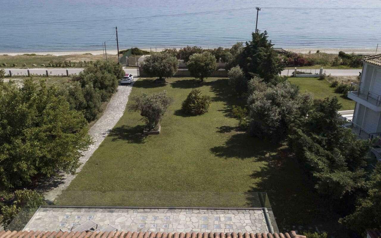 Villa Lebanon,Polichrono