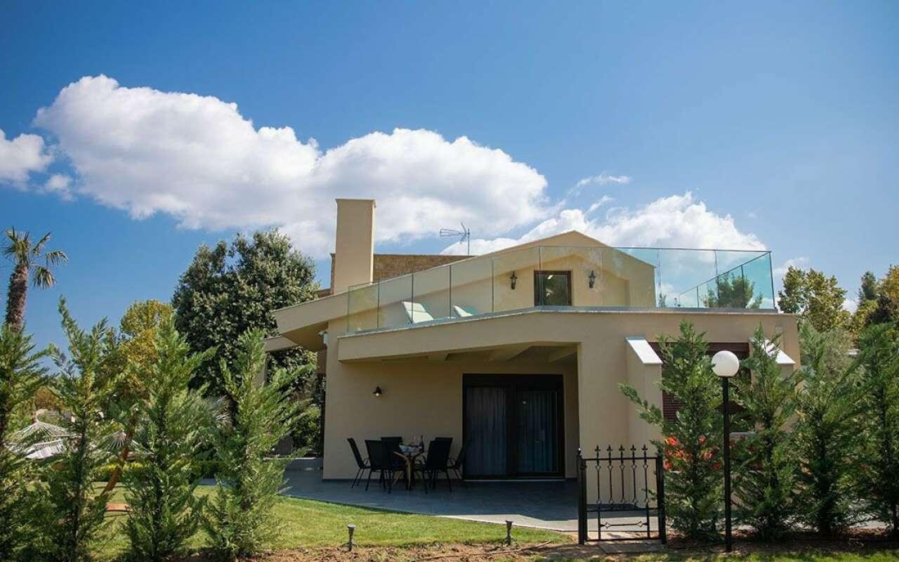 Azalea Villa, Sani